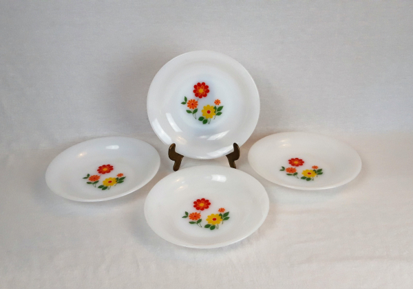 Lot de 4 assiettes creuses vintages Arcopal n°3136